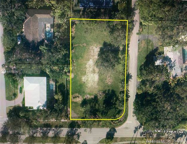 12300 SW 69th Ct, Pinecrest, FL 33156 (MLS #A10732262) :: Grove Properties