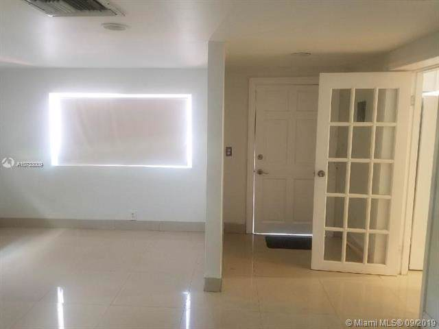 16990 NE 4th Pl, North Miami Beach, FL 33162 (MLS #A10733009) :: Grove Properties