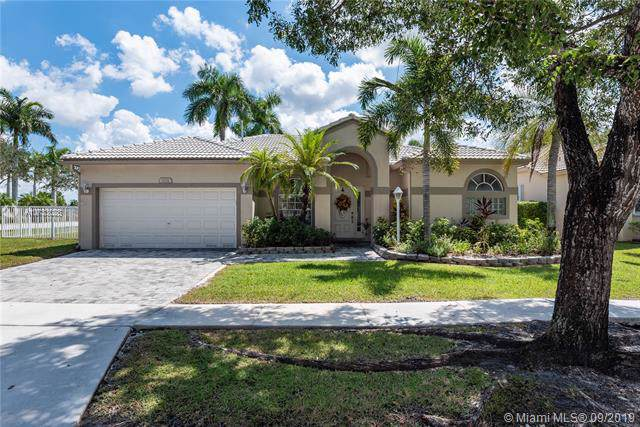 1021 NW 137th Way, Pembroke Pines, FL 33028 (MLS #A10733028) :: The Kurz Team