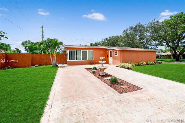 6470 Perry St, Hollywood, FL 33024 (MLS #A10733624) :: Ray De Leon with One Sotheby's International Realty