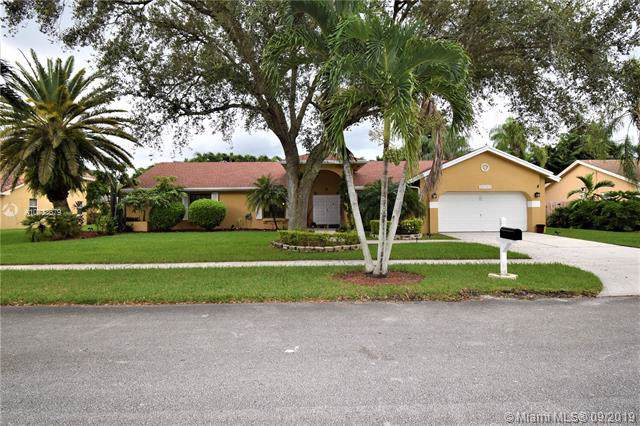 20301 NW 3rd St, Pembroke Pines, FL 33029 (MLS #A10733679) :: Castelli Real Estate Services