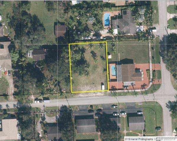 185 NE 154th St, Miami, FL 33162 (MLS #A10734025) :: Grove Properties