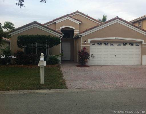 8435 NW 46th Dr, Coral Springs, FL 33067 (MLS #A10735097) :: Castelli Real Estate Services