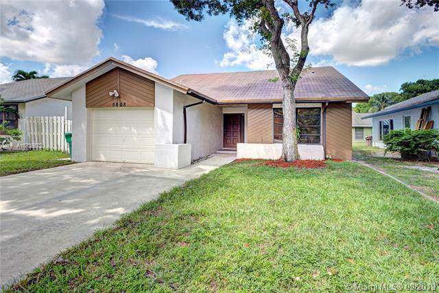 5605 Sw 98th Way, Cooper City, FL 33328 (MLS #A10735672) :: Castelli Real Estate Services