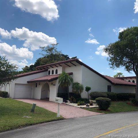 7904 Hibiscus Way, Tamarac, FL 33321 (MLS #A10735832) :: Ray De Leon with One Sotheby's International Realty