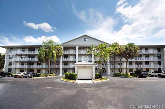 1514 Whitehall Dr #404, Davie, FL 33324 (MLS #A10735948) :: Grove Properties