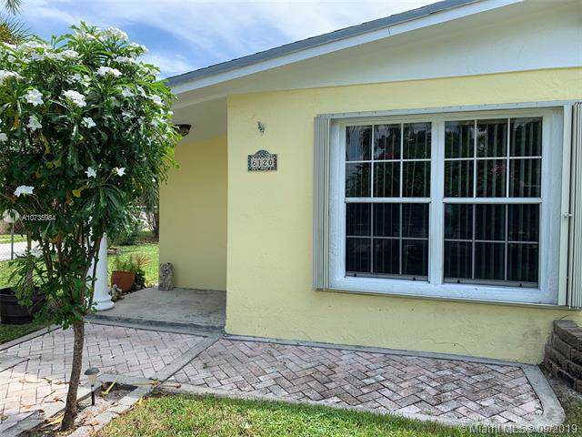 6120 SW 38th Ct, Davie, FL 33314 (MLS #A10735984) :: Ray De Leon with One Sotheby's International Realty