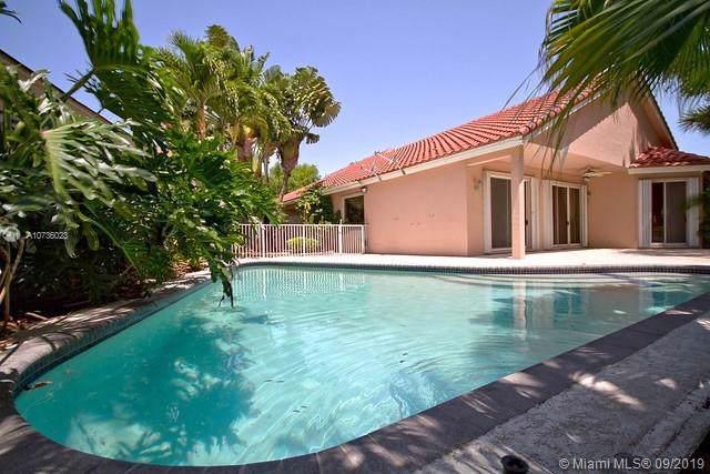 1581 E Lacosta Dr E, Pembroke Pines, FL 33027 (MLS #A10736023) :: Castelli Real Estate Services