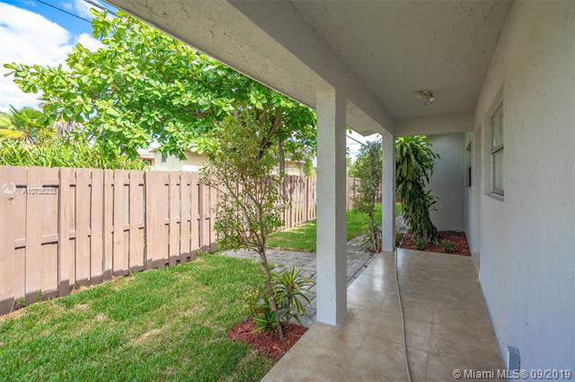 540 SW 15th Ave, Fort Lauderdale, FL 33312 (MLS #A10736233) :: The Kurz Team