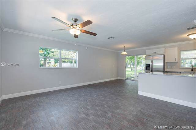 4952 SW 6th St, Margate, FL 33068 (MLS #A10736377) :: Ray De Leon with One Sotheby's International Realty