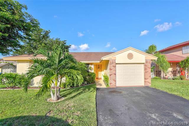 13991 Dominion Pl, Davie, FL 33325 (MLS #A10736970) :: Grove Properties