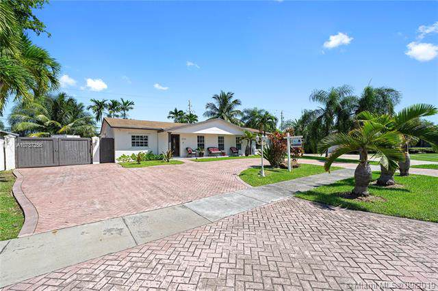 12231 SW 104th Ter, Miami, FL 33186 (MLS #A10737256) :: Ray De Leon with One Sotheby's International Realty