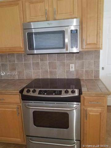 10451 NE 4th Ave, Miami Shores, FL 33138 (MLS #A10737471) :: Berkshire Hathaway HomeServices EWM Realty