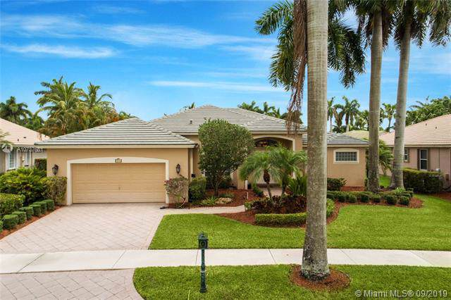 2556 Eagle Run Ln, Weston, FL 33327 (MLS #A10737681) :: Ray De Leon with One Sotheby's International Realty