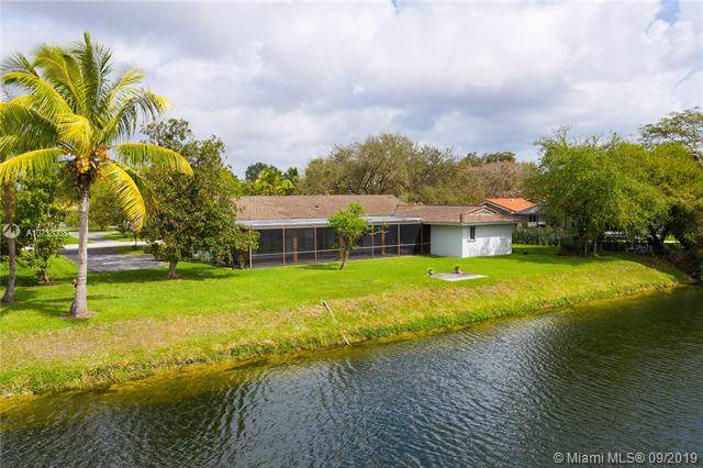 7100 SW 109th Ter, Pinecrest, FL 33156 (MLS #A10738008) :: The Riley Smith Group