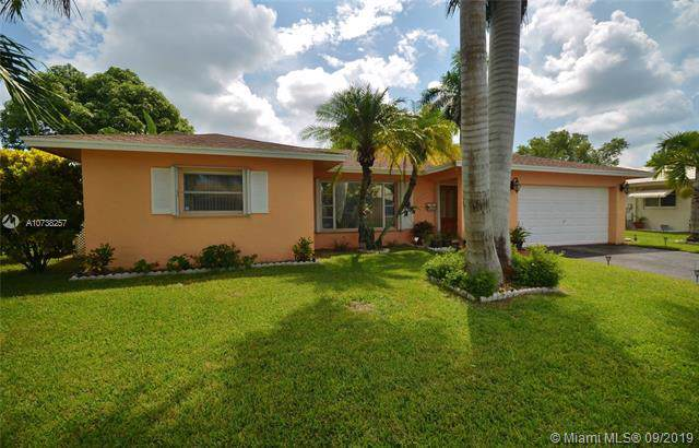 7612 NW 72nd Ave, Tamarac, FL 33321 (MLS #A10738257) :: Ray De Leon with One Sotheby's International Realty