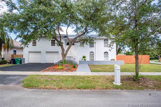 19915 SW 79th Ct, Cutler Bay, FL 33189 (MLS #A10738356) :: Laurie Finkelstein Reader Team