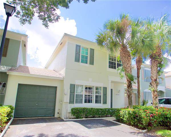9490 Stanley Ln, Tamarac, FL 33321 (MLS #A10738412) :: Ray De Leon with One Sotheby's International Realty