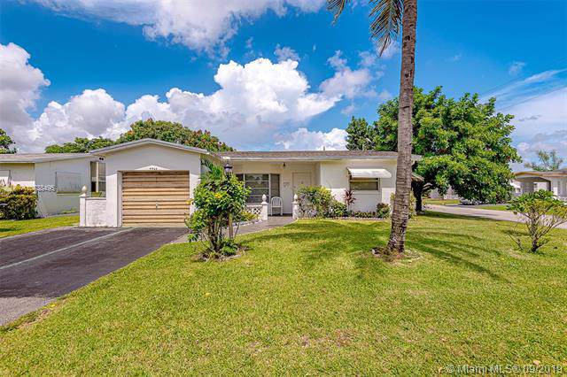 4965 NW 42nd Ct, Lauderdale Lakes, FL 33319 (MLS #A10738495) :: Ray De Leon with One Sotheby's International Realty