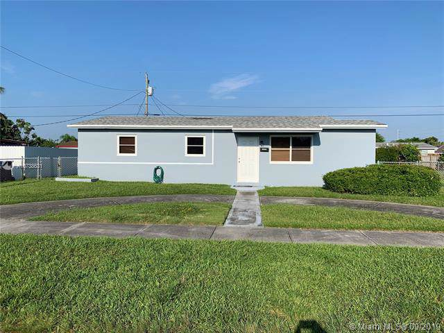 14640 SW 103rd Pl, Miami, FL 33176 (MLS #A10738631) :: The Riley Smith Group