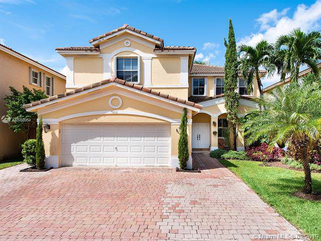 9441 NW 45th St, Doral, FL 33178 (MLS #A10738954) :: The Adrian Foley Group