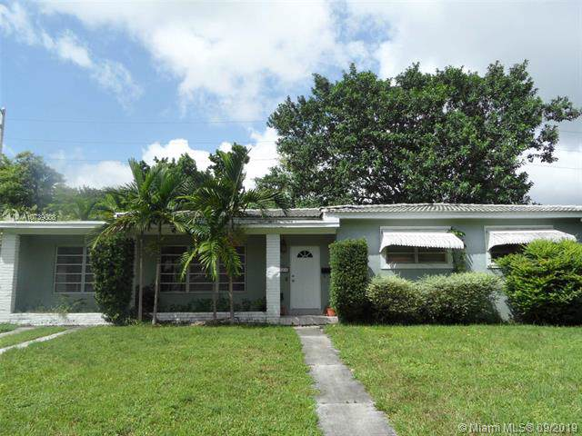 1121 Raven Ave, Miami Springs, FL 33166 (MLS #A10739008) :: The Paiz Group