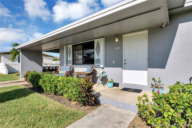1839 NW 8th Ter, Homestead, FL 33030 (MLS #A10739041) :: Ray De Leon with One Sotheby's International Realty
