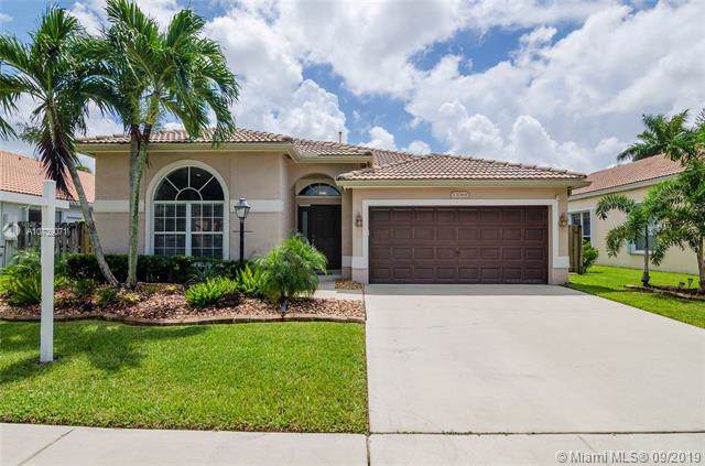 13068 NW 19th St, Pembroke Pines, FL 33028 (MLS #A10739071) :: The Kurz Team