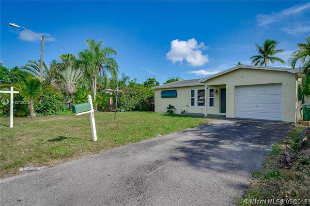 28 SE 7th St, Dania Beach, FL 33004 (MLS #A10739079) :: Ray De Leon with One Sotheby's International Realty