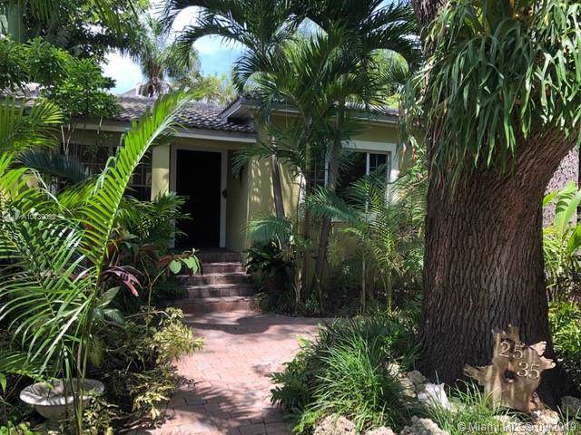 2535 Tequesta Ln, Miami, FL 33133 (MLS #A10739092) :: Ray De Leon with One Sotheby's International Realty