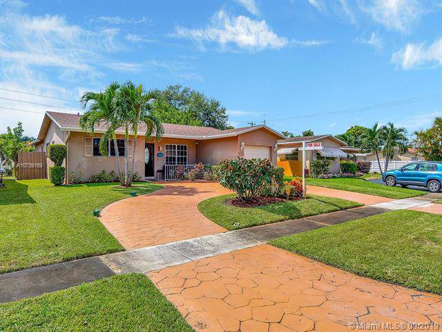 1820 N 55th Ave, Hollywood, FL 33021 (MLS #A10739169) :: The Paiz Group