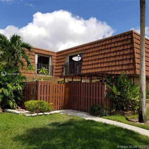 1205 SW 120th Way, Davie, FL 33325 (MLS #A10739678) :: Grove Properties