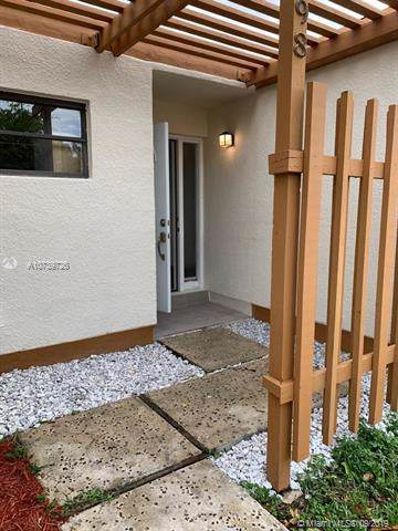 13198 SW 10th Ln #13198, Miami, FL 33184 (MLS #A10739726) :: Ray De Leon with One Sotheby's International Realty