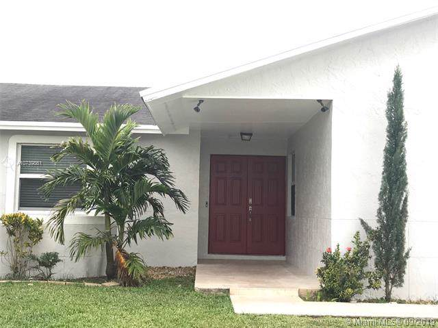12426 SW 259th St, Homestead, FL 33032 (MLS #A10739861) :: The Paiz Group