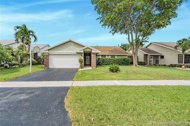 10211 NW 32nd St, Sunrise, FL 33351 (MLS #A10739923) :: The Riley Smith Group