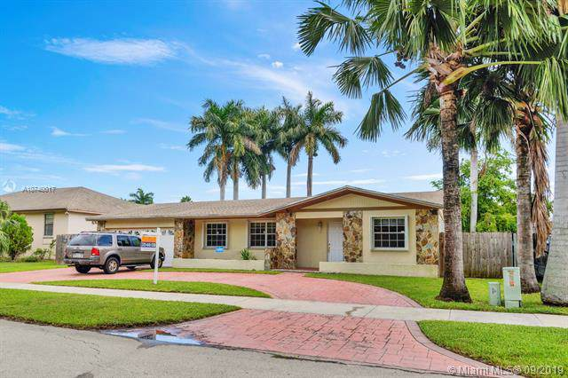 20111 SW 84th Ave, Cutler Bay, FL 33189 (MLS #A10740017) :: The Jack Coden Group