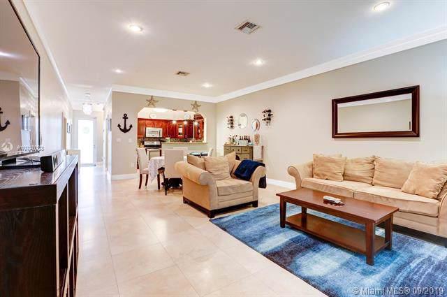 605 Santander Ave D, Coral Gables, FL 33134 (MLS #A10740088) :: Patty Accorto Team