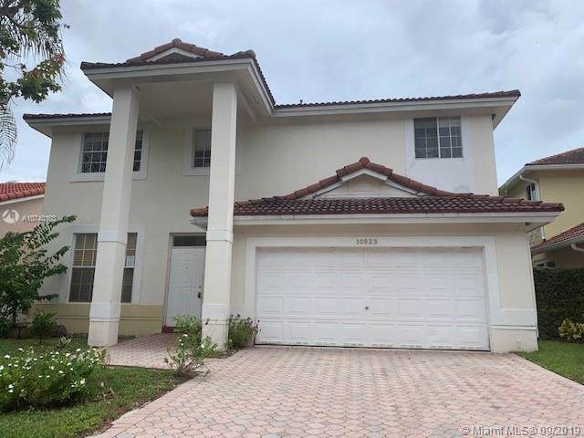 10923 SW 153rd Ct, Miami, FL 33196 (MLS #A10740103) :: The Adrian Foley Group