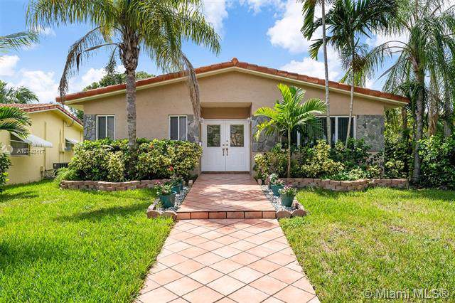 1118 Johnson St, Hollywood, FL 33019 (MLS #A10740117) :: The Kurz Team