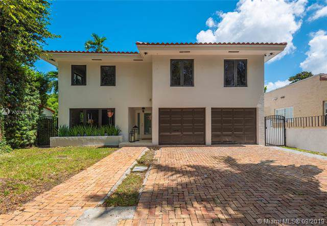 1117 Alberca St, Coral Gables, FL 33134 (MLS #A10740121) :: The Adrian Foley Group