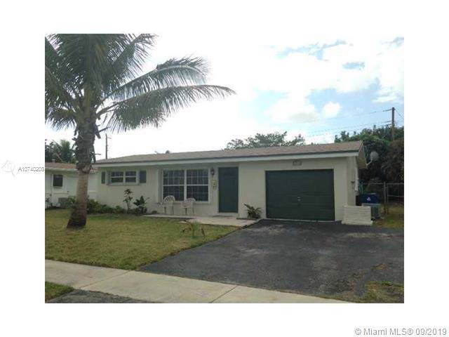 6760 NW 29th Ct, Sunrise, FL 33313 (MLS #A10740208) :: The Teri Arbogast Team at Keller Williams Partners SW