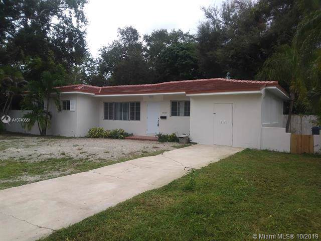 6750 SW 75th Ter, South Miami, FL 33143 (MLS #A10740661) :: The Kurz Team