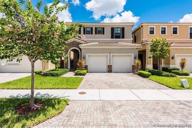 659 NE 191st Ter, Miami, FL 33179 (MLS #A10741718) :: The Riley Smith Group