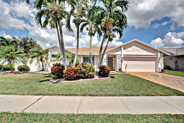 6333 Bengal Cir, Boynton Beach, FL 33437 (MLS #A10741954) :: The Maria Murdock Group