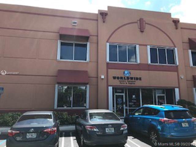 3325 NW 97th Ave, Doral, FL 33172 (MLS #A10742087) :: Ray De Leon with One Sotheby's International Realty