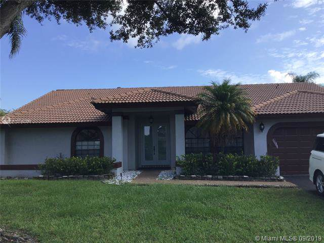 8433 NW 54th Ct, Coral Springs, FL 33067 (MLS #A10742399) :: United Realty Group