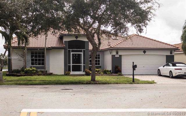 734 Heritage Dr, Weston, FL 33326 (MLS #A10742584) :: United Realty Group