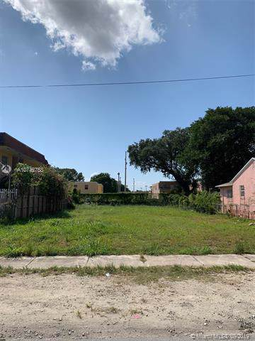 1866 NW 20th Ave, Miami, FL 33125 (MLS #A10742758) :: United Realty Group