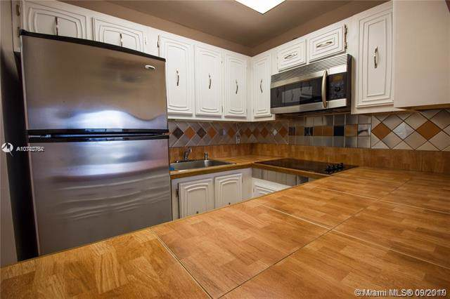 1990 Marseille Dr #504, Miami Beach, FL 33141 (MLS #A10742764) :: United Realty Group