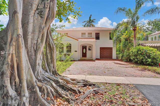 1016 Almeria Ave, Coral Gables, FL 33134 (MLS #A10742842) :: Ray De Leon with One Sotheby's International Realty